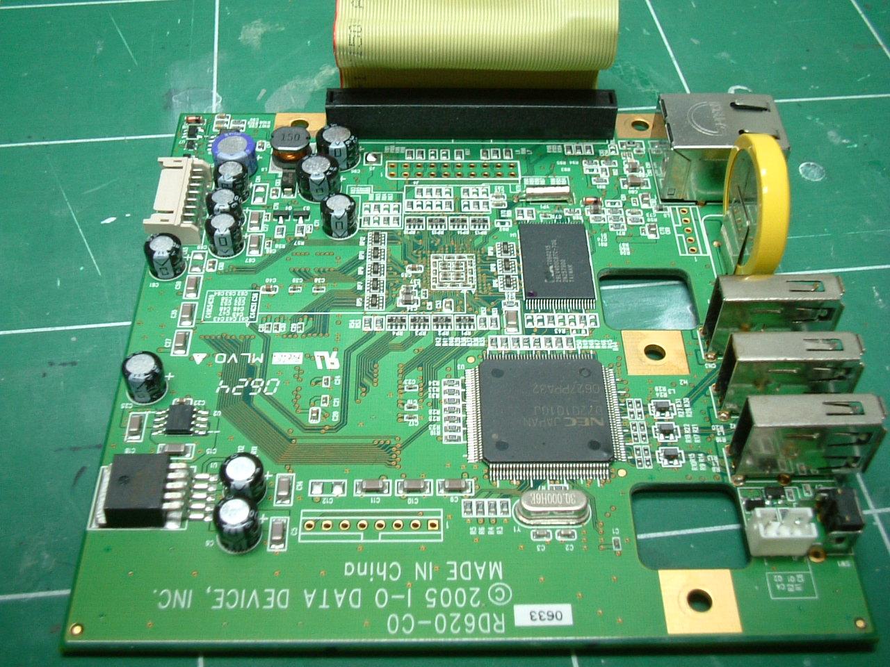 LANDISKのマザーボード ハードディスク下にある本体基盤。この基盤がLANDISKの本体とい